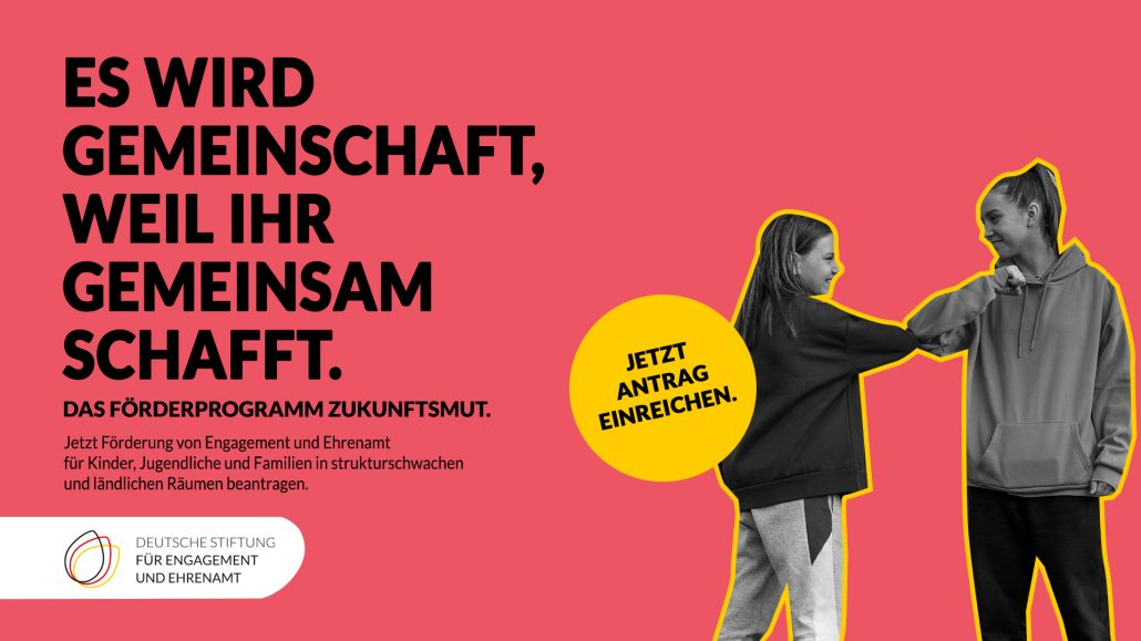 Farbige Kachel mit zwei Mädchen und Aufschrift Er wird Gemeinschaft, weil ihr Gemeinschaft schafft. Das Förderprogramm ZukunftsMut.
